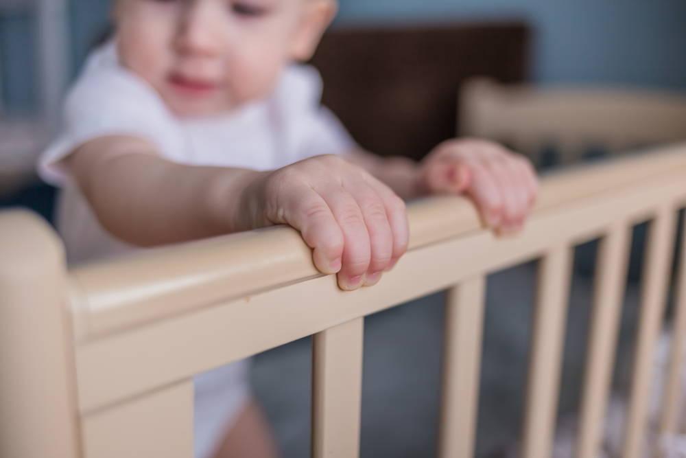 Bezpieczne łóżeczko dla małego dziecka