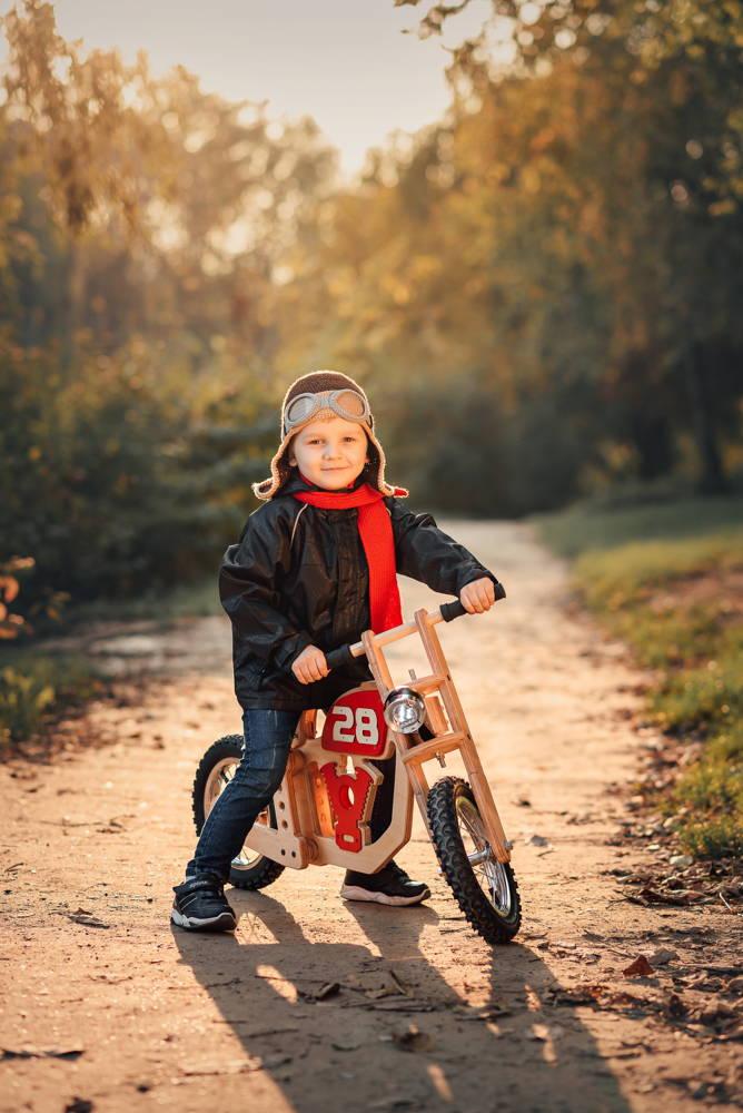 Rowerek biegowy z pompowanymi kołami 2w1 motor