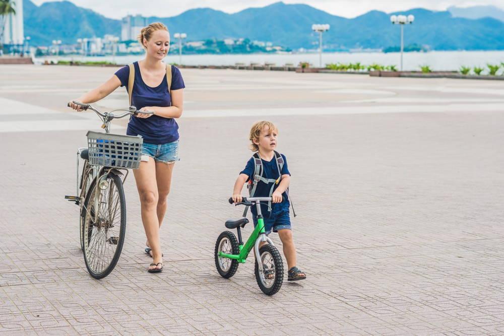 Uniwersalny dziecięcy rowerek biegowy dla chłopca lub dziewczynki